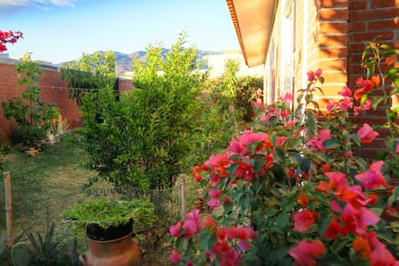Beautiful House with Garden View - San Agustín Yatareni