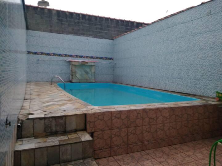 Casa de Praia Mongaguá com piscina para 15 pessoas