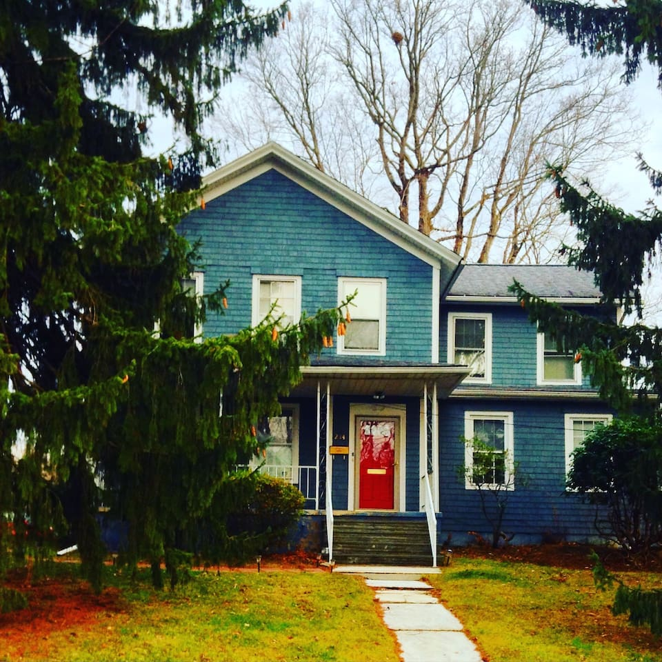 Recent photo of house--freshly painted and ready for your visit!