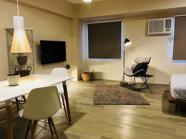 Executive Studio w/ City Views in BGC North 1602