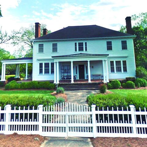 4 BR in Historic Inn 4 blocks from Historic Greer