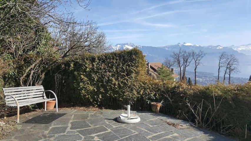 Panorama unique depuis belle chambre double 21m2 - Chardonne - Rumah