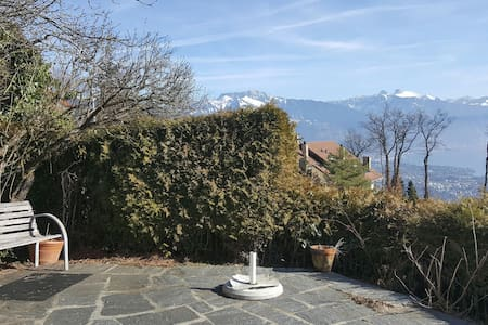 Panorama unique depuis belle chambre double 21m2 - Chardonne - Dom