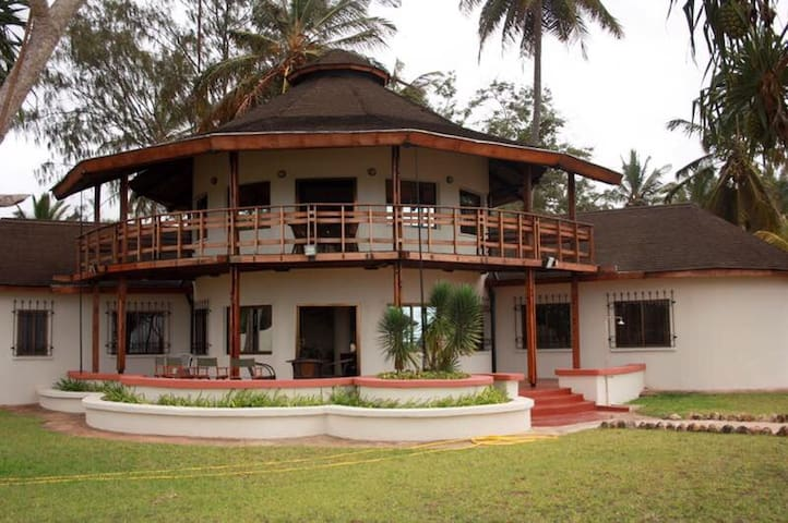 Mjemwema Exclusive Beach House - Kigambomi