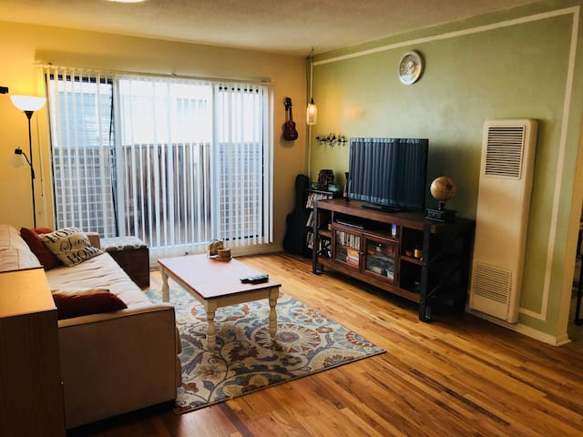 Cozy Santa Monica Apt ** Private & Convenient