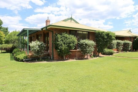 Visit Bathurst 1000 and enjoy country retreat
