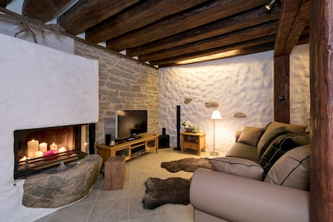 Lovely stay in Old Town with fireplace and parking