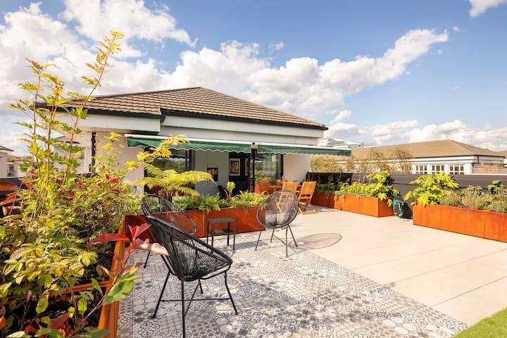 Modern Top Floor Flat with spectacular sun terrace