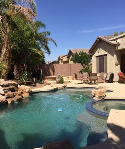 *Adults only*  Gorgeous 4BRM with Pool & Hot Tub - Maricopa - Casa