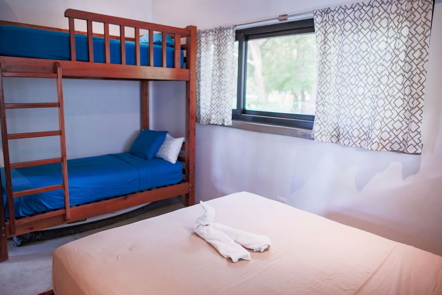 El Nino sleeps 4 comfortably, perfect for a small family, couple or a few surfers.