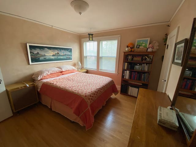 West bedroom with Queen Bed on 2nd floor.