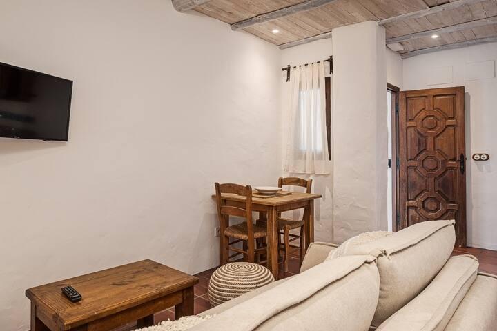 Apartamento típico andaluz, renovado y céntrico