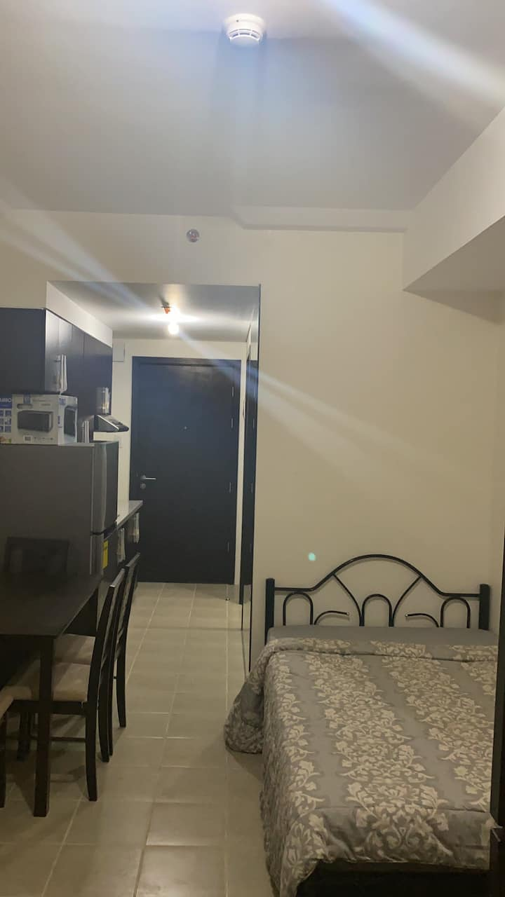 1 Bedroom unit fully furnished with queen size bed