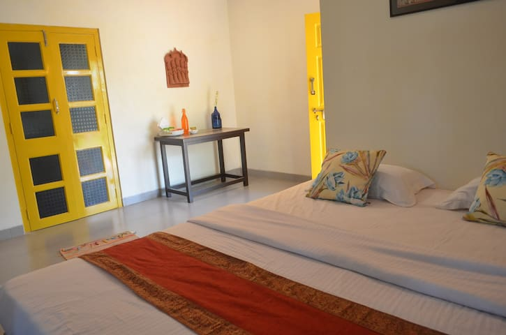 Cute yellow Mediterranean cottage - Nagaon
