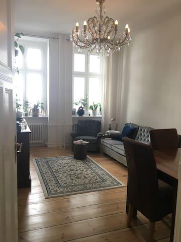 Wunderschöne Altbauwohnung in Charlottenburg