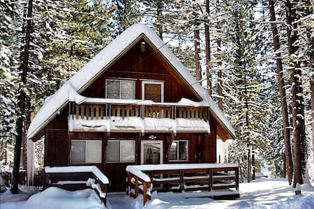Chalet w/Hot Tub in the Tall Pines - South Lake Tahoe - Chalet