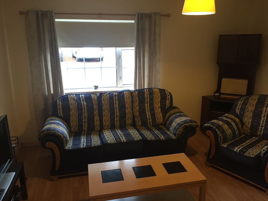 Large sitting room with 32 in tv and DVD player