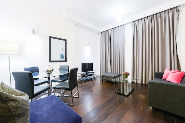 Gorgeous One Bed Apt near Hans Place Garden