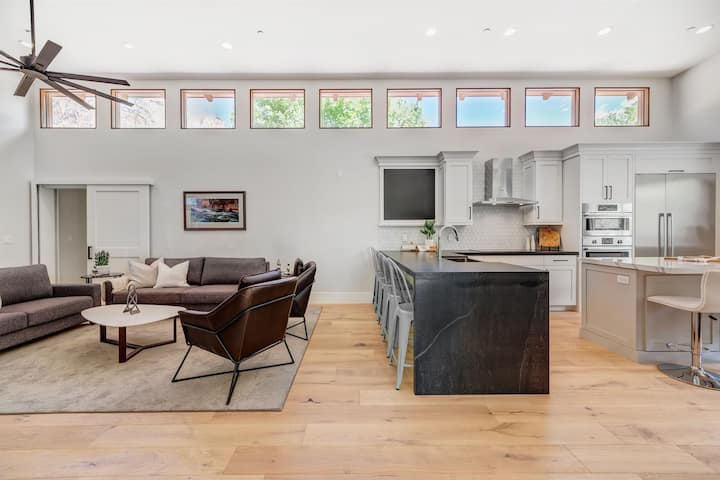 LaFave- New Luxury Home at Zion: West Temple House