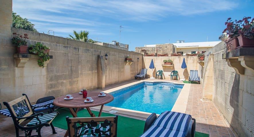 Ta' Bejza - Farmhouse with Private Pool in Gozo