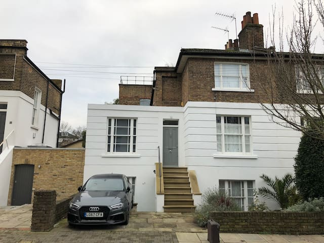 Maisonette 5 mins walk from Highbury and Islington