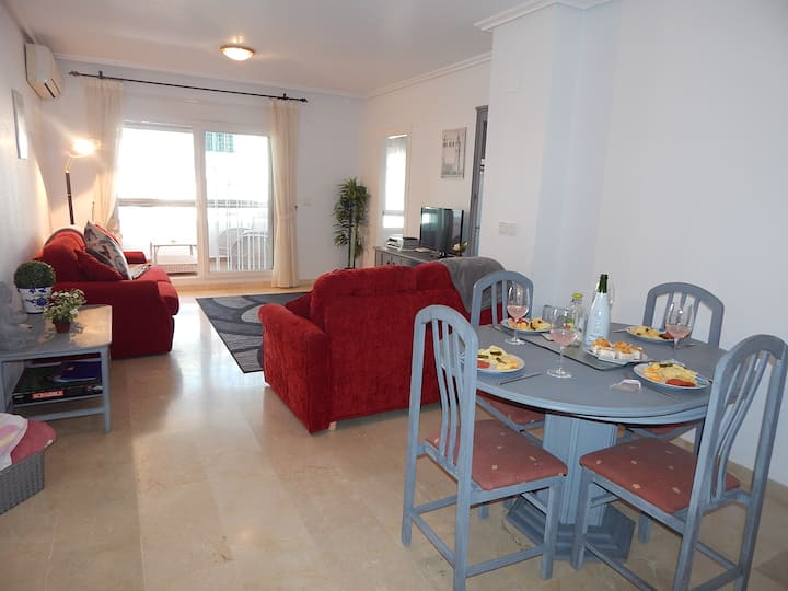 3 minute walk to Villamartin plaza, 2 pools