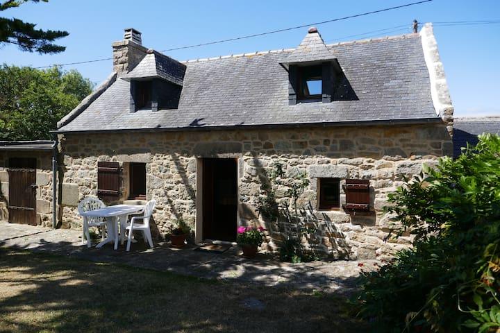 Petite maison traditionnelle bretonne