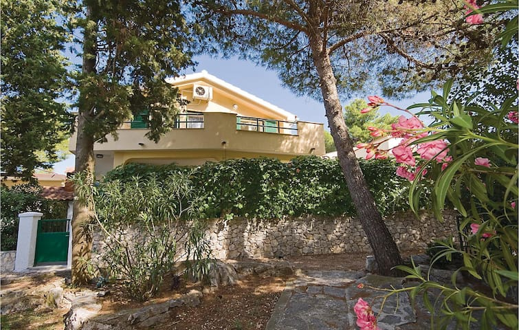 Holiday apartment with 2 bedrooms on 37m² in Sibenik