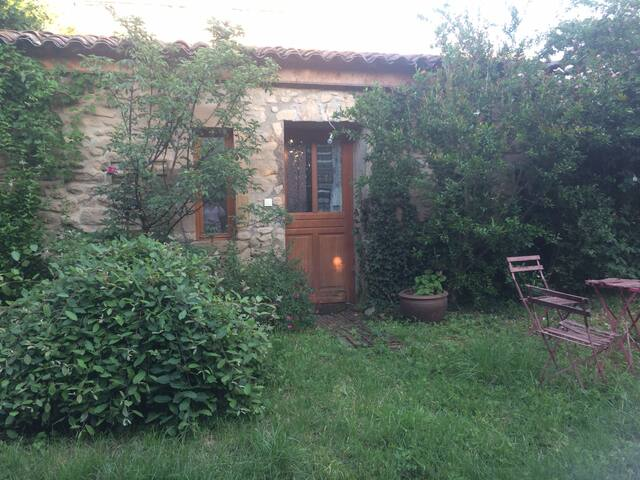 Chambre dans ancienne bergerie restaurée - Montoison