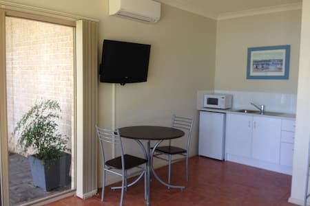Lake Macquarie Waterfront Self Contained Guestroom - Mannering Park - Guesthouse