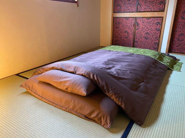 約6畳の和室に2名宿泊可能