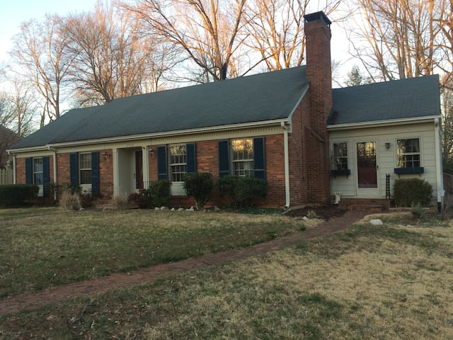 Prvt/Cozy 2BR/Bath by Liberty U/Lynchburg College - Lynchburg - Casa