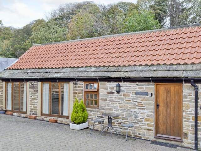 Yew Tree Bothy (26697)