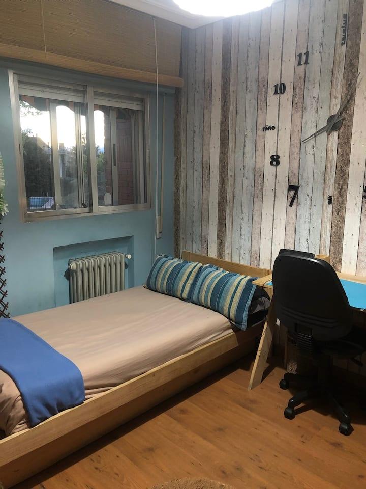 Habitación cómoda en una zona tranquila