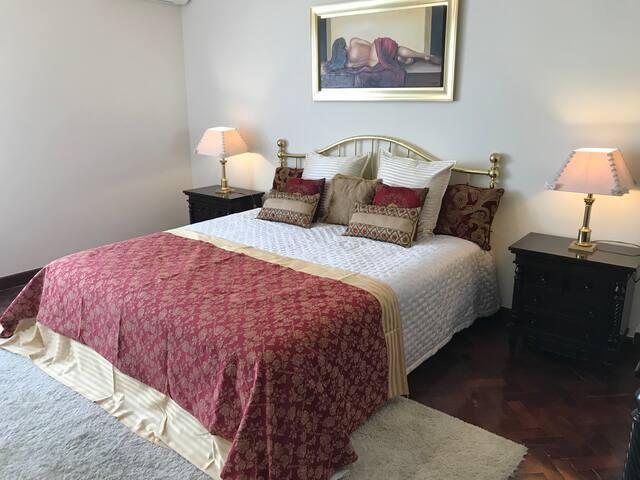 Victoria's Luxury Room