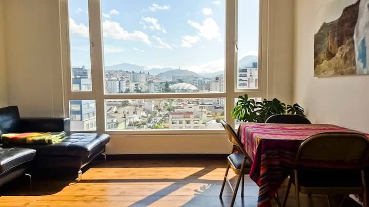 LUXURY Modern Suite-GREAT location & view of Quito