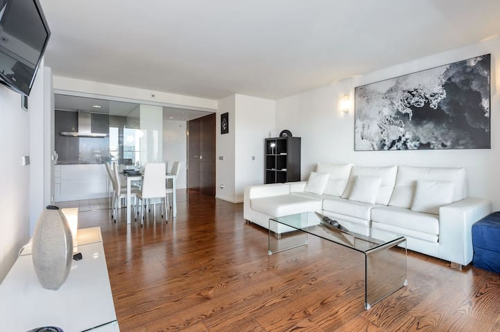 AMAZING AND NEW APARTMENT IN MARINA BOTAFOCH 5C