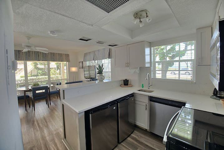 Delray Luxury Suite with view on Beach (Weekly)!