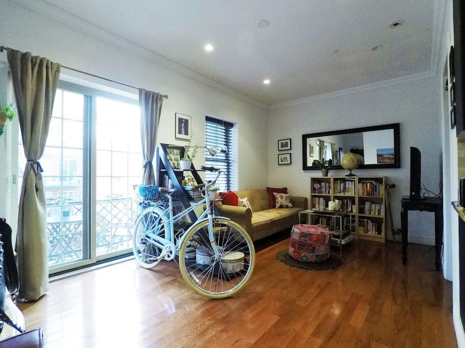 Well-lit and aired living room, with cozy sofa bed, easily convertible. Living room equipped with TV, coffee table, and books!