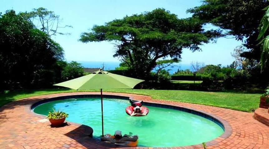 Family home w/ superb seaviews and spacious garden - Durban - Huis