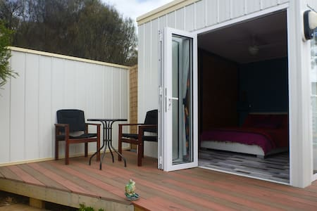 Private studio with deck great views close 2 beach - Dodges Ferry