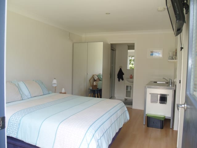 Studio room/ensuite with own entry - Lennox Head - Huis