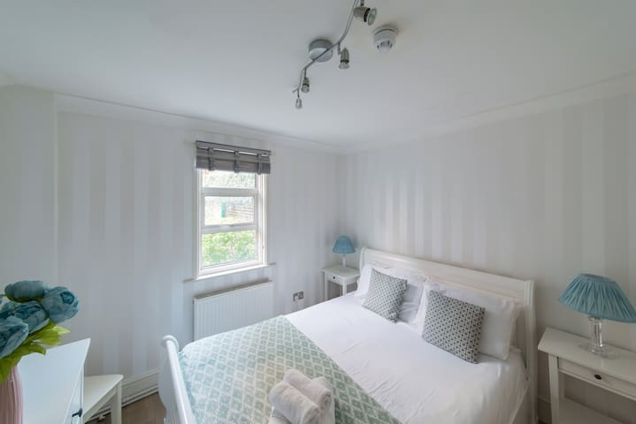 Spacious Garden Flat (West Kensington Aparthotel)