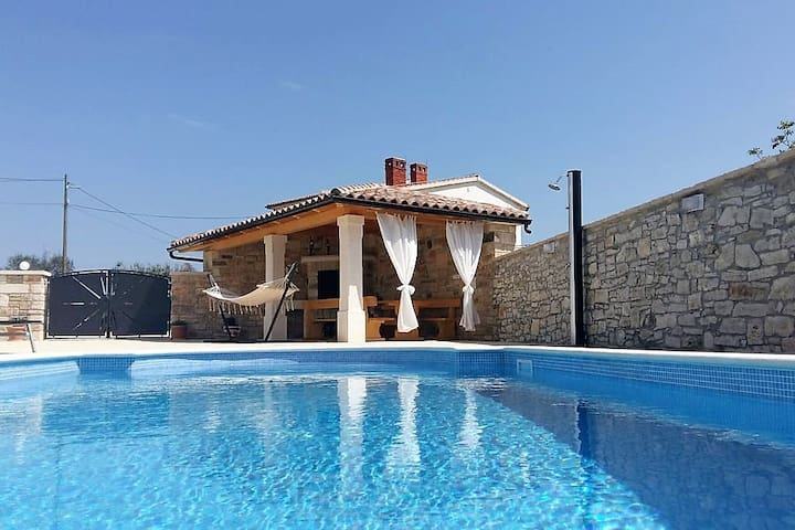 RELAX AT LOVELY HOUSE LEONARDELLI FARM AND POOL