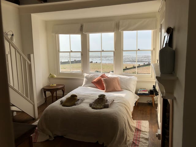 Beautiful Cottage on Whitstable Beach Front