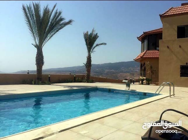Villa with swimming pool with magical view