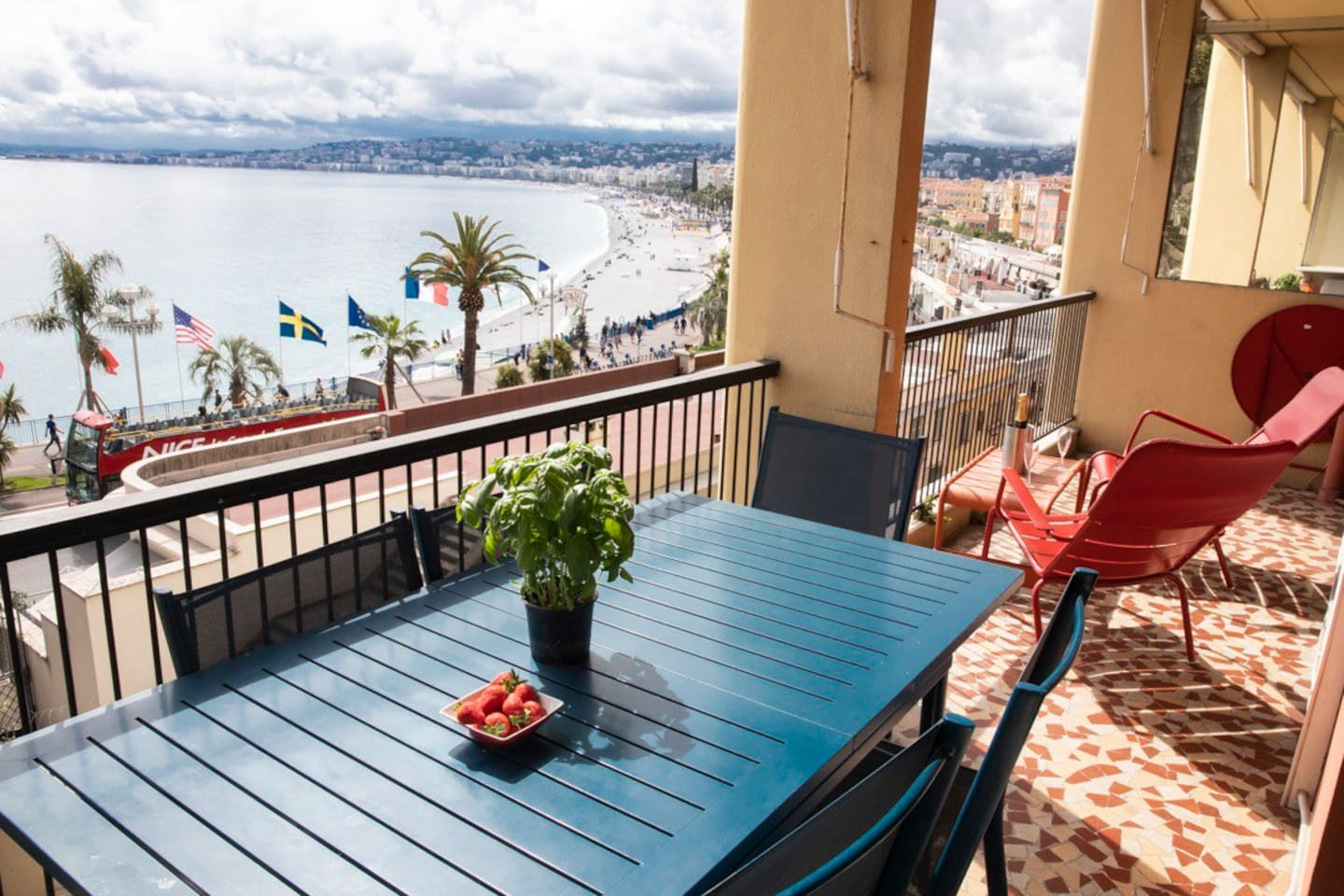 Large sunny terrace and magnificent  view over the Baie des Anges - Nice shoreline and onto Cap Antibes