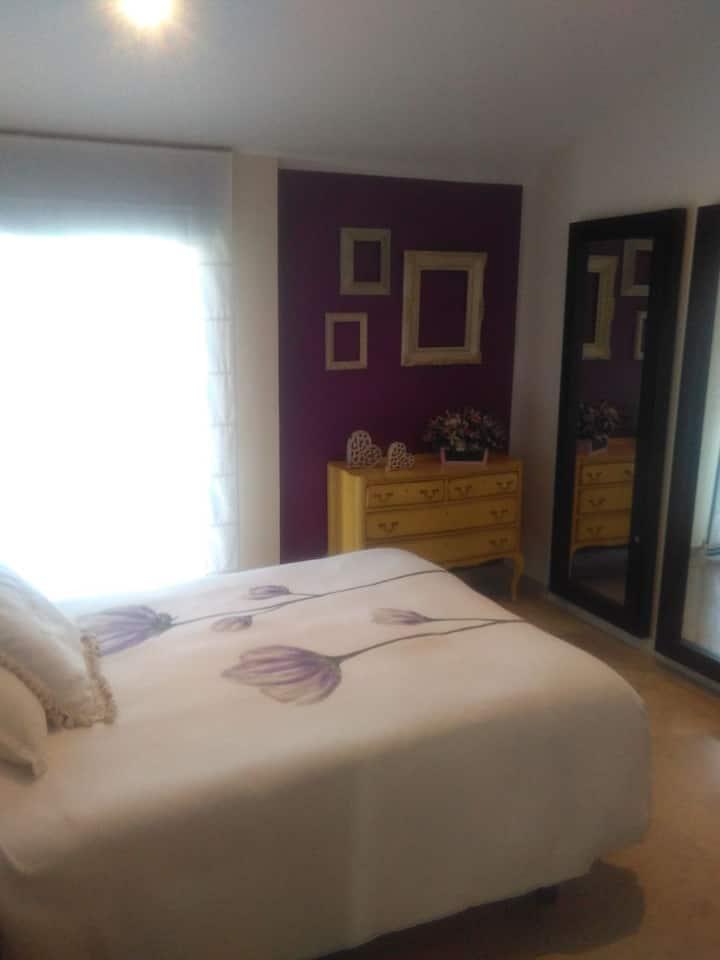 Habitación cama doble y terraza. Bed and Breakfast