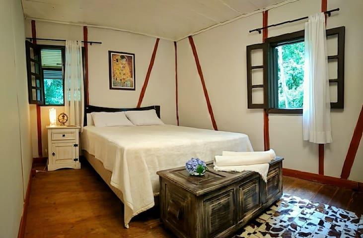 Quarto 1 - cama de casal tamanho Queen (molas ensacadas)