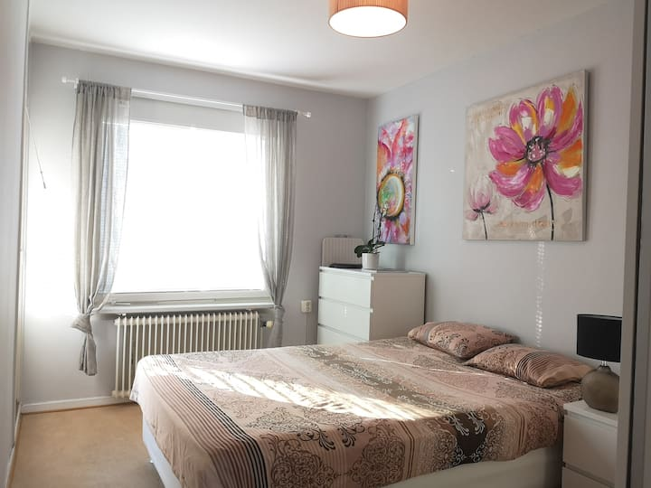Double Bed Room near city center with free parking